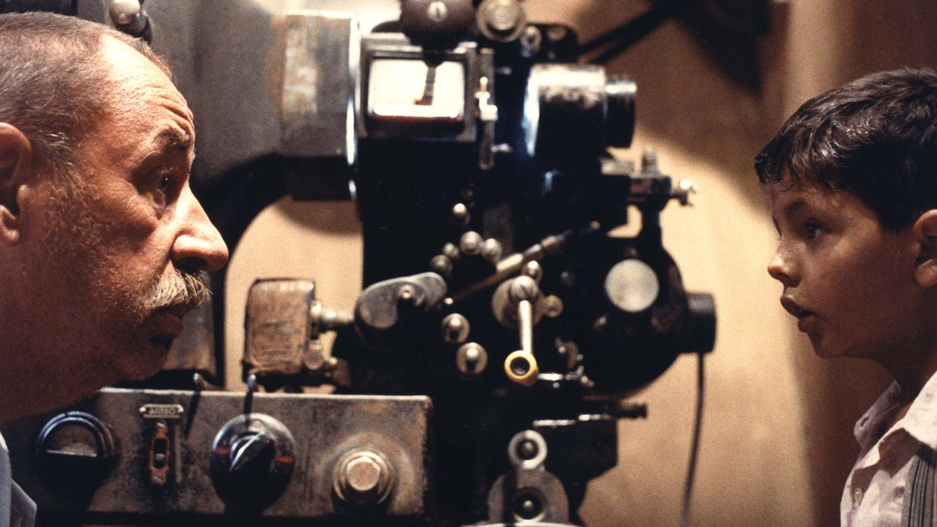 Кадры из фильма Новый кинотеатр «Парадизо» Nuovo Cinema Paradiso 1988